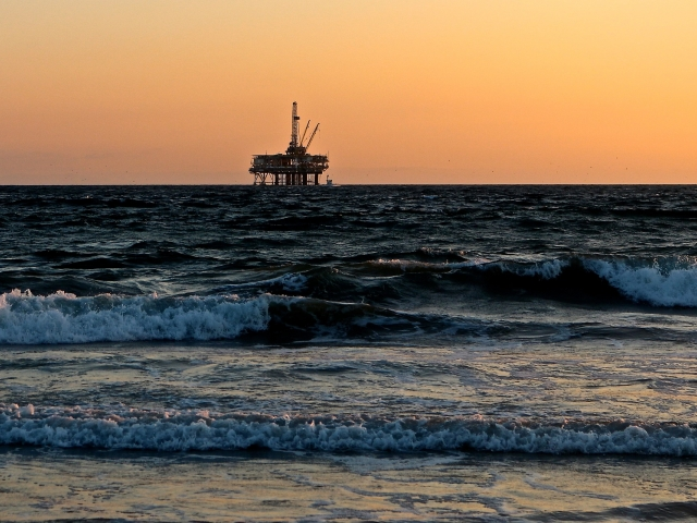 off-shore oil rig in horizon