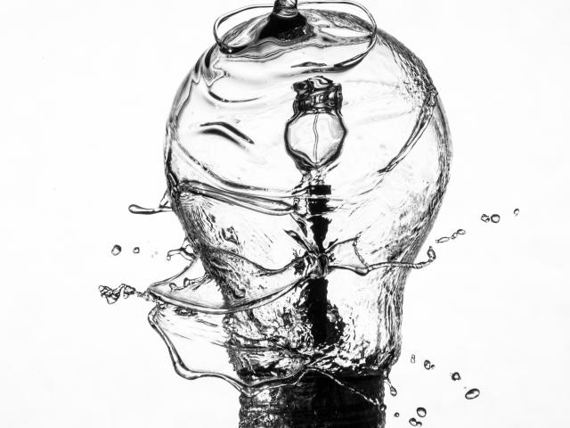 Light bulb splashing in water